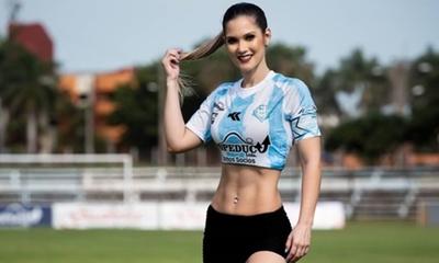 """La Guaireña oficializó a Claudia Vázquez como su """"madrina"""""""