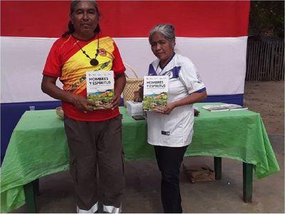 Escritor indígena publica su tercer libro con un antropólogo