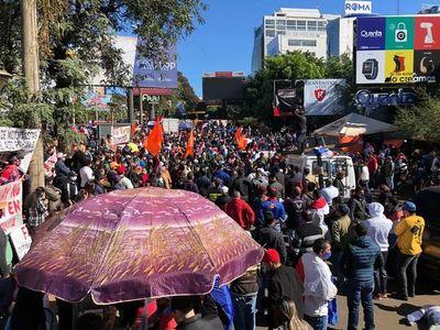 Robo y aglomeración durante manifestación en el centro de CDE