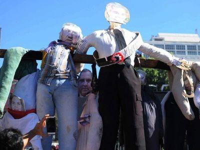 """Ciudadanos se levantan   contra el """"desgobierno"""" y la  corrupción"""