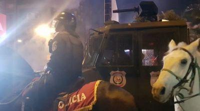 Protesta en CDE ante la crisis: reportan incidentes entre manifestantes y la Policía