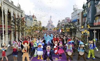 HOY / Disneyland París reabre tras la pandemia con mascarilla y con fe en el futuro