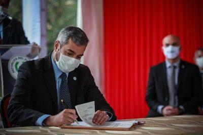 Mazzoleni y Petta son inamovibles, ratifica Abdo Benítez