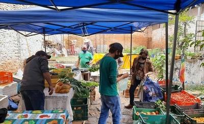 HOY / Vuelve la feria de la red agroecológica en la Plaza Italia