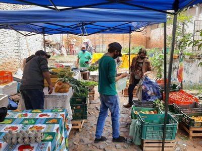 Feria agroecológica en la Plaza Italia retoma actividad
