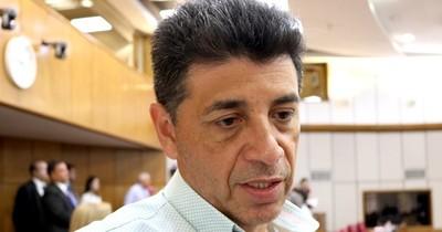 El liberal Víctor Ríos presiona por cambios en el gabinete de Abdo
