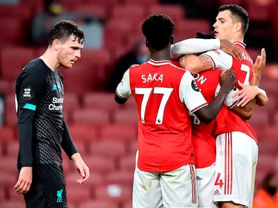 Arsenal baja al Liverpool pensando en la Europa League