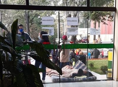 Seguidores de Bartola bloquean acceso a Junta Municipal