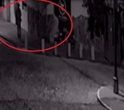 Cámaras captan brutal ataque a guardia de seguridad