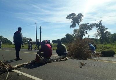 HOY / Indígenas bloquean Ruta 10 y exigen respuestas por parte del INDI