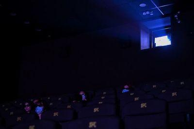 Cierre de Hollywood amenaza con vaciar cines del resto del mundo