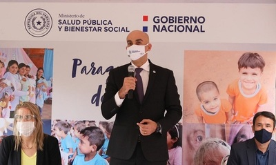 Salud realiza apertura de sobres de oferentes para adquirir 3 millones de batas hospitalarias