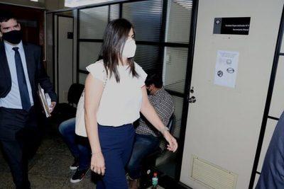 Patricia Ferreira se presenta para declarar sobre provisión de insumos