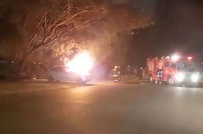 Incendian vehículo en la vía pública de Pedro Juan Caballero