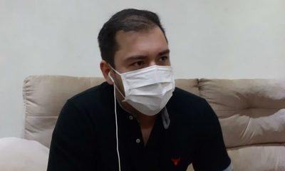 Prieto espera última prueba para salir de cuarentena, mientras su padre deja UTI