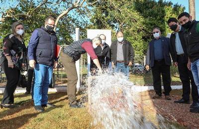 Abdo inauguró obras viales agua potable en el distrito de Mcal. López