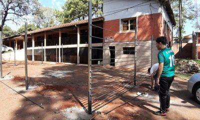 Construyen área de esparcimiento para detenidos en la Dirección de Policía