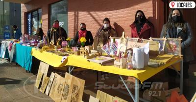 Emprendedores y artesanos realizan una feria frente al SNPP de Encarnación