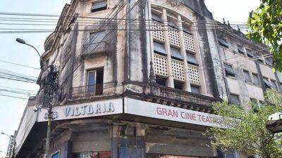Se incendia el emblemático edificio del ex cine Victoria