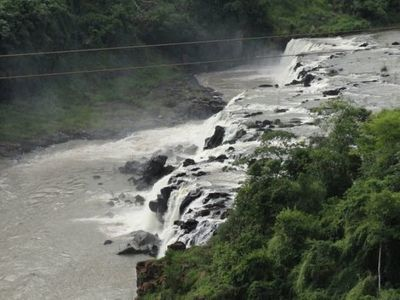 Hallan adolescente muerto en cascada de Acaray
