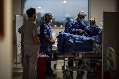 COVID-19: celebran disminución de la tasa de muertes en terapia intensiva